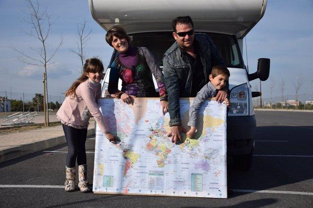 Familia sevillana con niños dará la vuelta al mundo en autocaravana