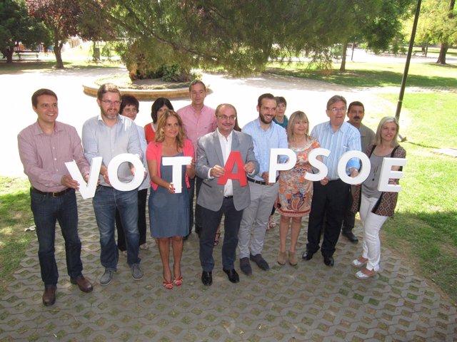 Javier Lambán junto a los candidatos socialistas, hoy en el Parque Bruil
