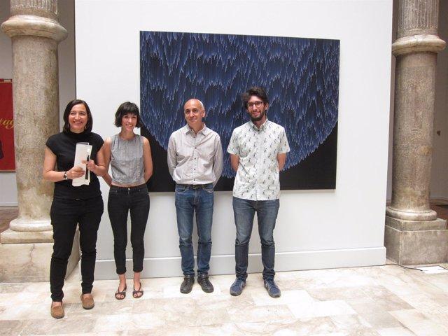 Palacín, Rupérez, Coromina y Frago, posando ante la obra ganadora del premio
