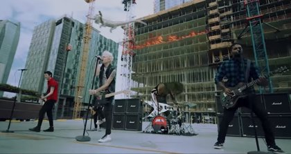 Sum 41 regresan con Fake my own death