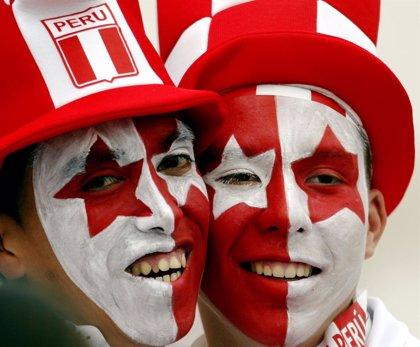 Perú prohíbe entrar con banderas, pancartas o la cara pintada a los estadios de fútbol