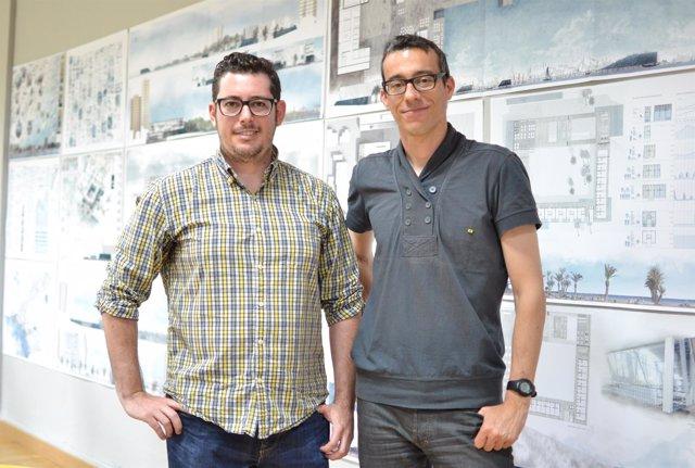 El alumno junto a los paneles de su TFG y con su tutor, Jaume Blancafort.