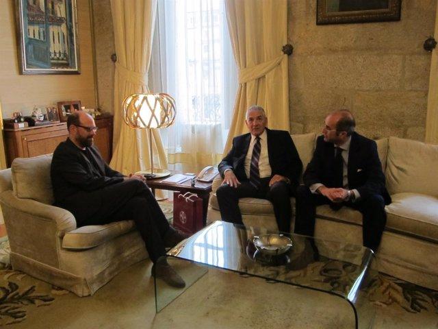 El alcalde de Santiago, Martiño Noriega, recibe al embajador turco Ömer Önhon