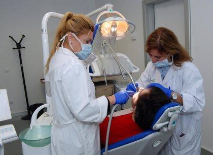 Un juzgado condena por intrusismo a la ex presidenta del Consejo General de Protésicos Dentales de España