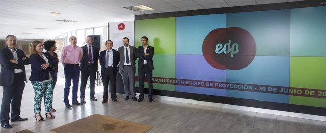 EdP dona un equipo de retroproyección a la escuel de ingenieros de Gijón.
