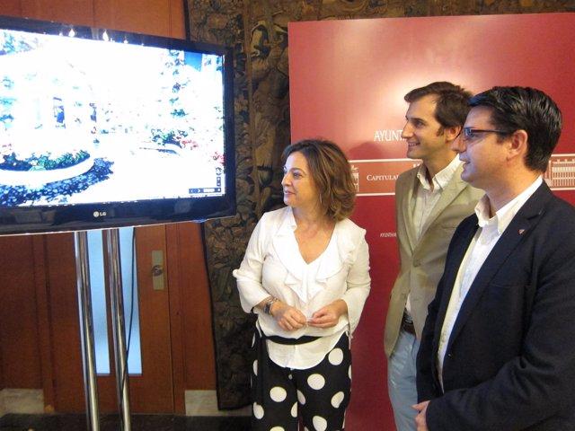 Ambrosio, Vargas y García observan un de los patios digitalizados