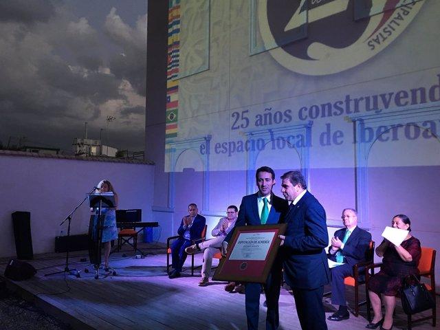 El diputado Óscar Liria ha sido el encargado de recoger el galardón.