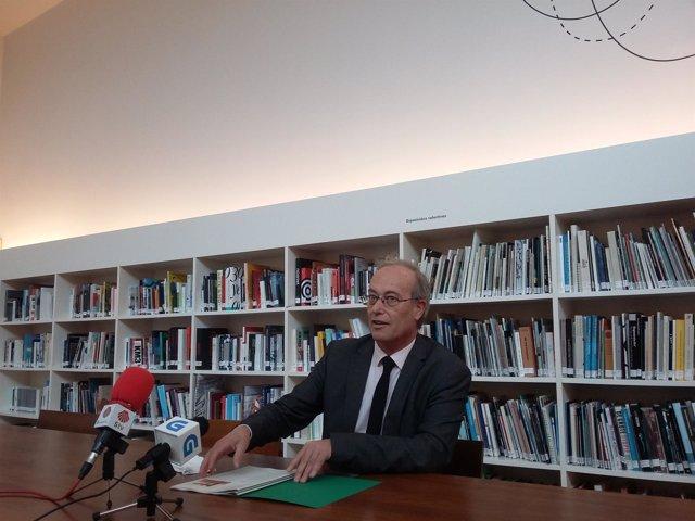El director del CGAC, Santiago Olmo, presenta 'Releer la colección'