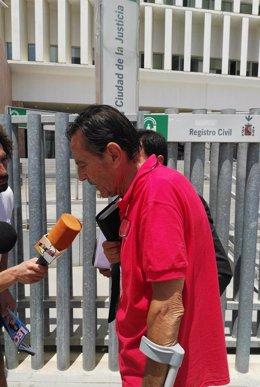 Julián Muñoz a la salida del juicio del caso 'Goldfinger'