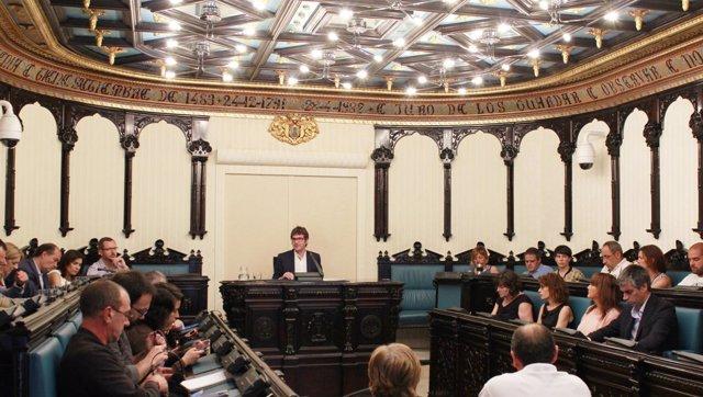 El alcalde de Vitoria, Gorka Urtaran preside el pleno