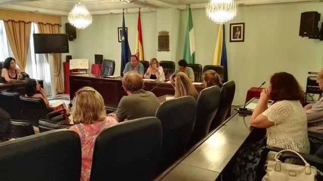Ayuntamiento de San Juan subvencionará libros, material escolar y transporte.