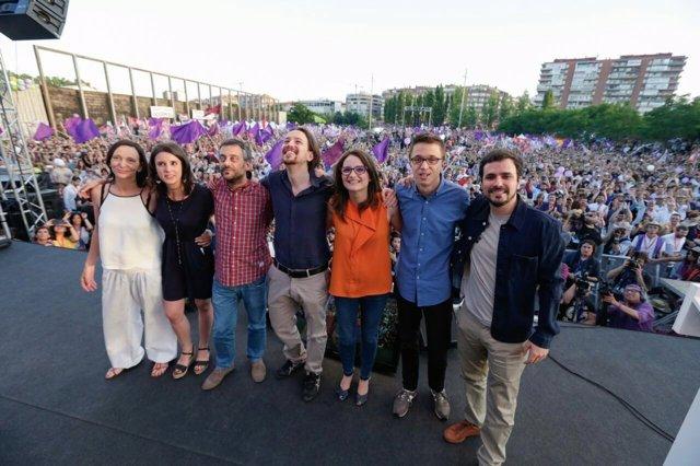 Alberto Garzón, junto a Iglesias, Errejón y Oltra, entre otros, en Madrid Río