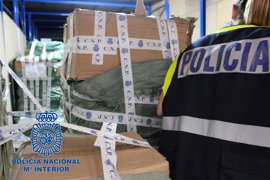 Intervenidos más de 64.000 productos falsificados de China en un polígono de la Comunitat