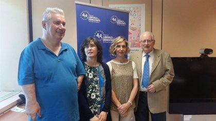 El descubridor de los efectos de la talidomida ayuda a los afectados en España