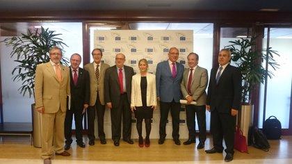 """PP y PSOE aseguran que la sanidad está """"al margen"""" de los tratados de libre comercio"""