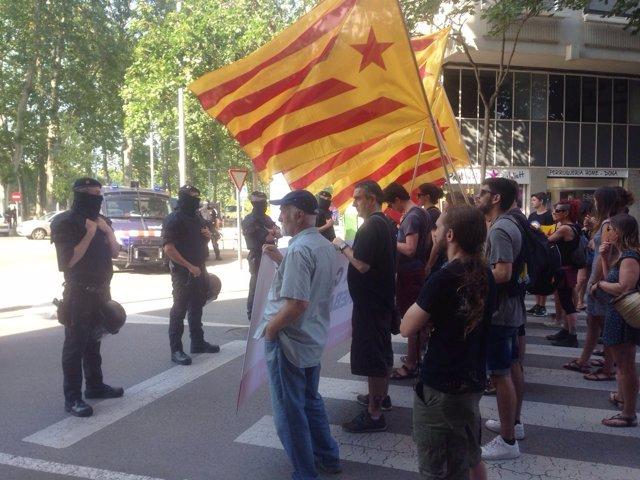Protesta independentista ante el Rey en Girona