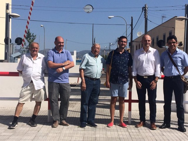 Govern y Ajuntament visitan el barrio de Verge de Lluc