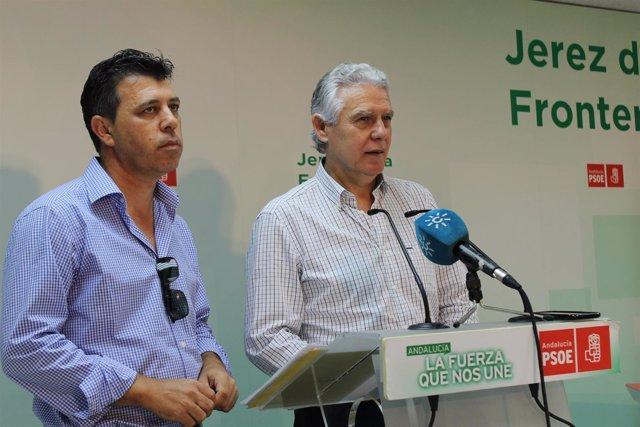 El senador socialista Francisco Menacho en rueda de prensa