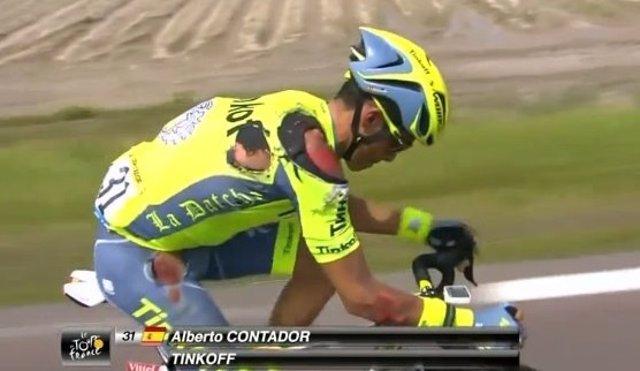 Contador, tras sufrir una caída en el Tour