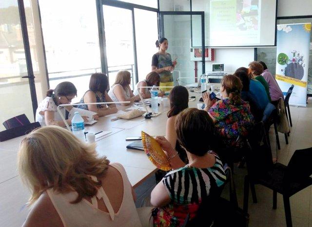 Mujeres participando en políticas de desarrollo rural.