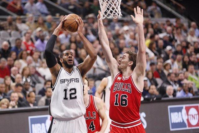 Pau Gasol y LaMarcus Aldridge en el: Chicago Bulls- San Antonio Spurs