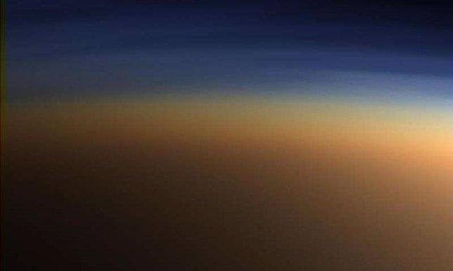 Capas de niebla en la atmósfera de Titán