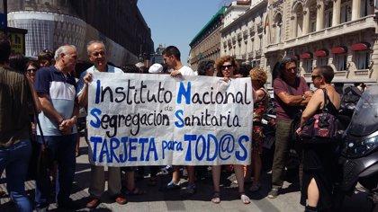 Acusan al INSS de denegar la tarjeta sanitaria a extranjeros con permiso de residencia