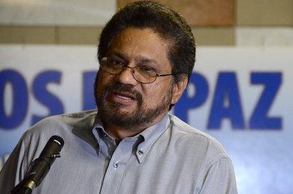 Los negociadores de paz viajan a Colombia para explicar a los guerrilleros el acuerdo sobre dejación de armas