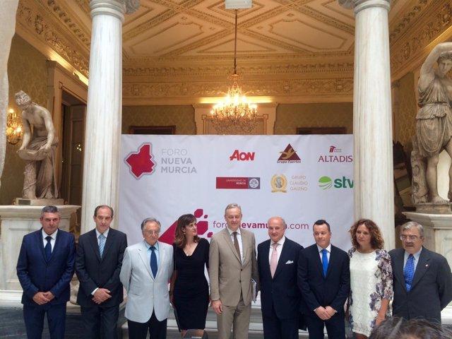 Embajador británico con representantes Foro Nueva Murcia