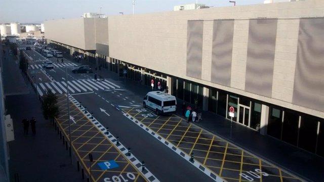 El Aeropuerto de Girona renueva la señalización de los viales de acceso público