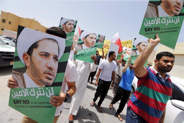 Posters del opositor de Baréim Alí Salman