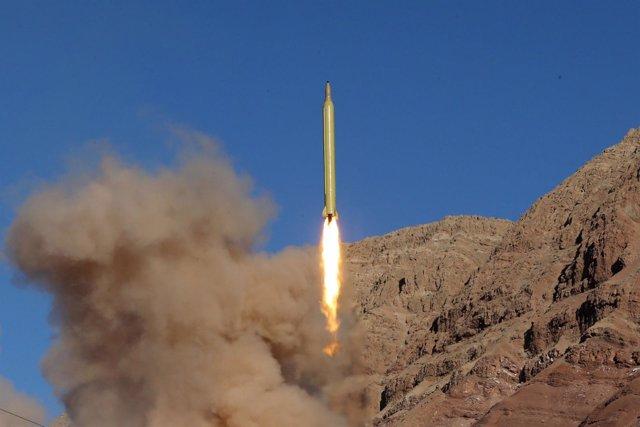 Misil balístico disparado por Irán durante una prueba