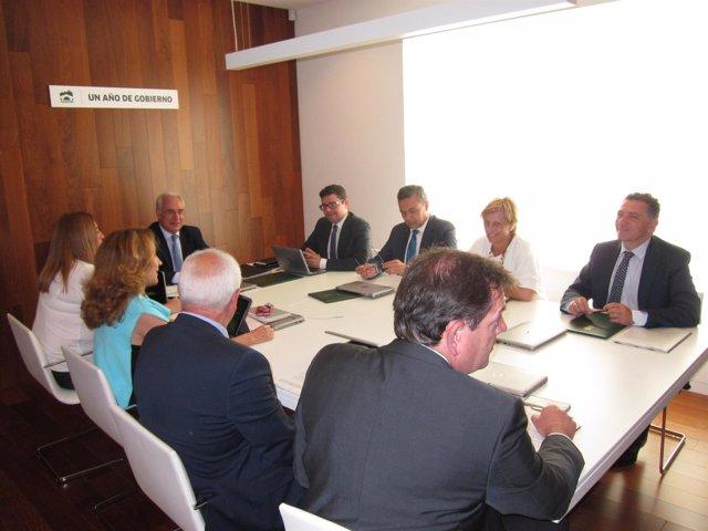 Consejo de Gobierno presidido por Ceniceros en bodega la Grajera