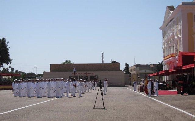 Felipe VI presiden la entrega de Reales Despachos en San Fernando