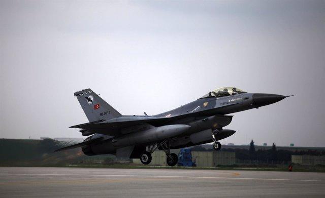 Avión De Combate De La Fuerza Aérea De Turquía