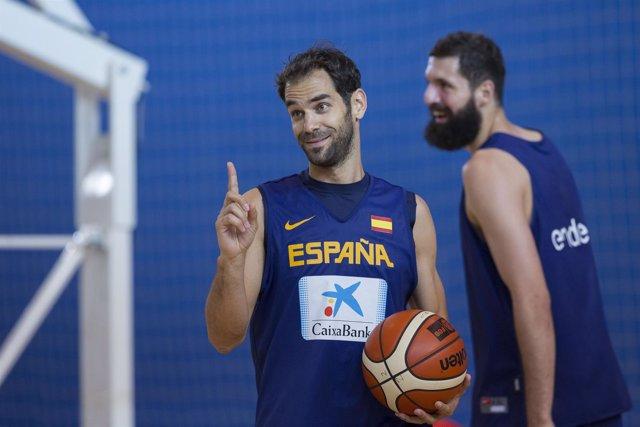 José Manuel Calderón en el entrenamiento con Mirotic