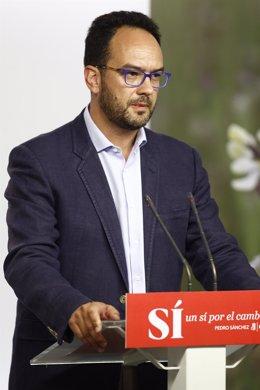 Antonio Hernando en la sede del PSOE
