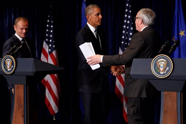 Obama junto a Tusk y Juncker en Varsovia