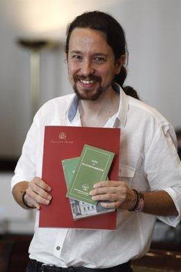 Pablo Iglesias acude al Congreso a recoger su acreditación como diputado