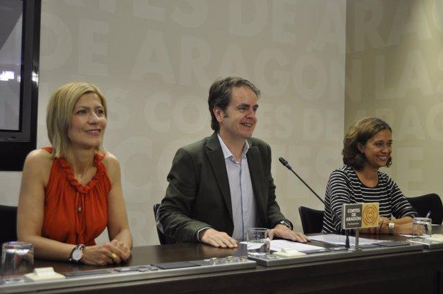 Roberto Bermúdez De Castro, Con Mar Vaquero (Izda.) Y Marian Orós (Dcha.)