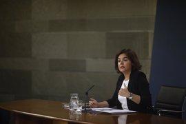 Santamaría avisa al PSOE de que antes de pedir comisiones sobre Interior debería preguntar a sus exministros