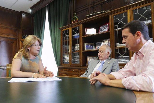 La nueva alcaldesa de Gádor, Lourdes Ramos, visita la Diputación Provincial.
