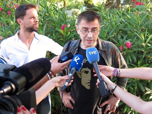 Juan Carlos Monedero, en Mérida, junto a Álvaro Jaén