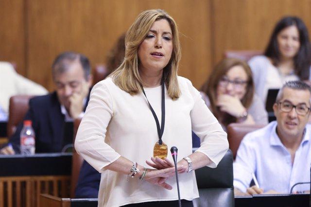 Susana Díaz responde a la oposición en la sesión de control del Parlamento