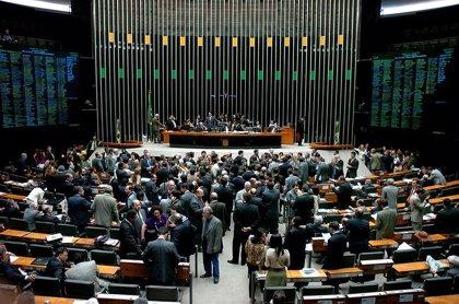 Seis candidatos aspiran a presidir la Cámara brasileña tras la renuncia de Cunha