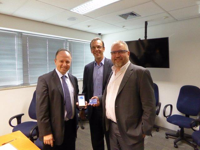 Isaac Khafif, Julio Cosentino, y el CEO de Lleida.Net, Sisco Sapena