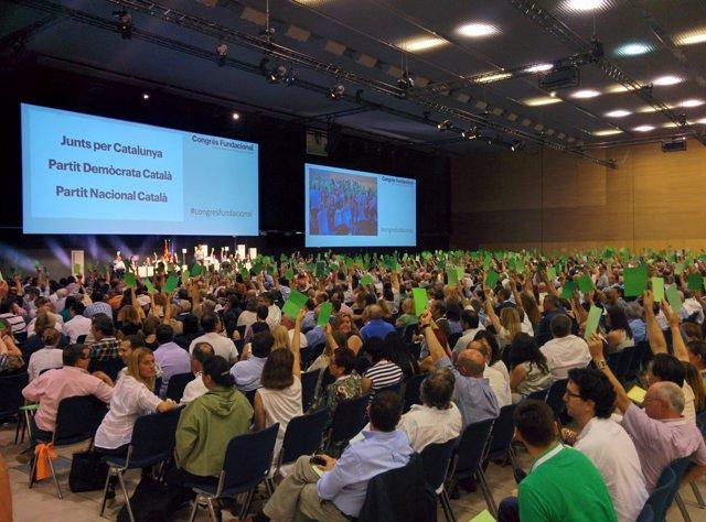 Votación del pleno del Congreso Fundacional del la nueva CDC