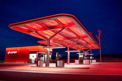 Cepsa contempla entrar en renovables para garantizar 'combustible' a los coches eléctricos