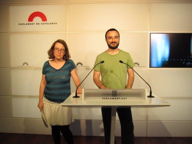 Los diputados de la CUP Albert Botrán y Eulàlia Reguant
