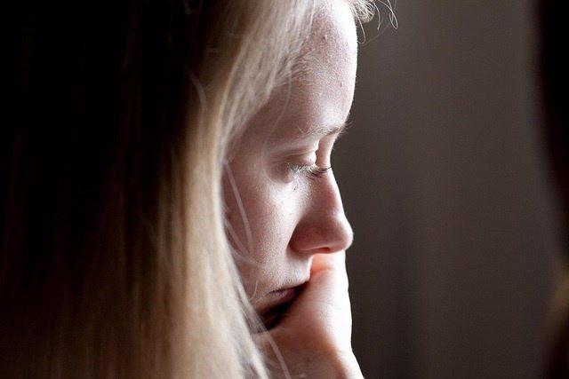 Pensando, triste, depresión